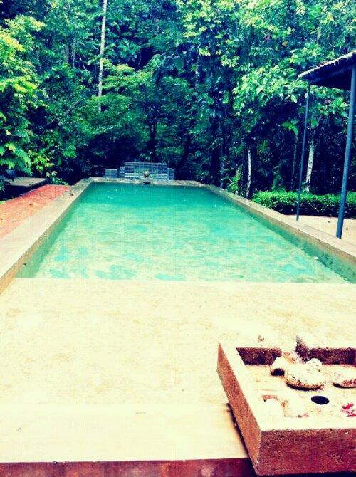 sekeping serendah swimming pool